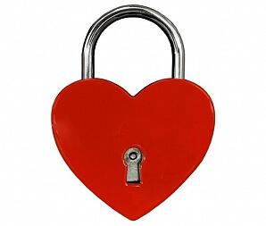 Hjärtformat kärlekslås