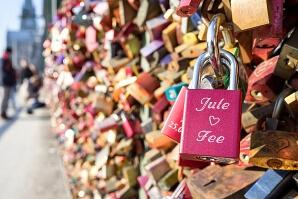 Kärlekslås på bro