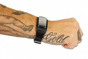 Läderarmband på arm