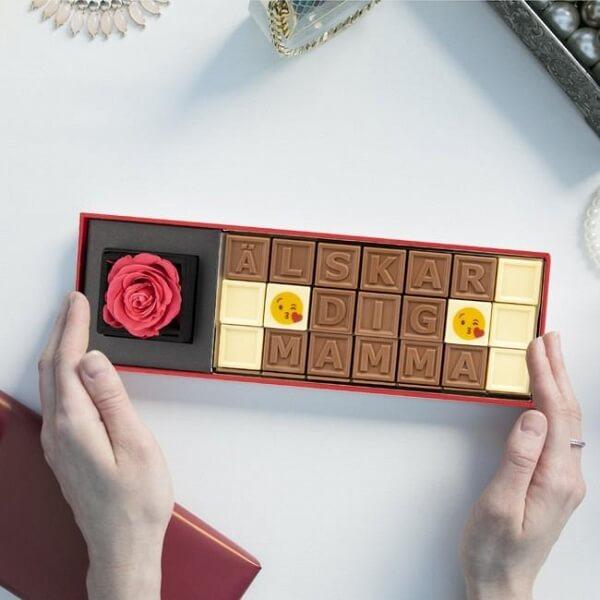 Personlig rosbox med choklad för Mors dag