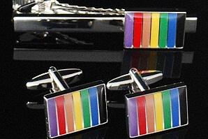 Regnbågsfärgade manschettknappar och slipsnål