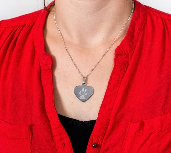 Hjärtformad berlock med graverad bild